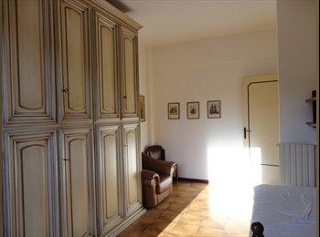 EasyStanza IT - Stanza singola luminosa in appartamento a Pisa, i Passi, Pisa - € 240 al mese