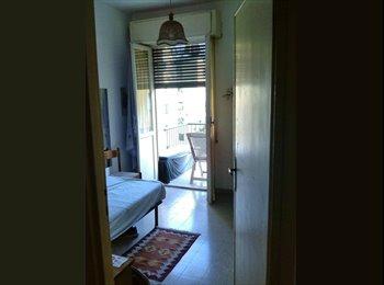 Affittasi piccola stanza singola con balcone
