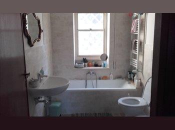Affittasi stanza singola, zona Arco di Travertino