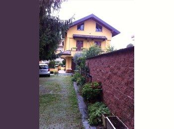 EasyStanza IT - Stanza in villa al parco di Monza , Biassono - € 380 al mese