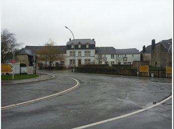 Appartager LU - Une chambre à 15 km du centre ville de Luxembourg et pourtant à la campagne, Luxembourg - 500 € / Mois