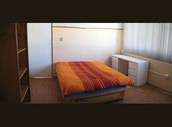 Amplio y bonito cuarto en Plaza dorada