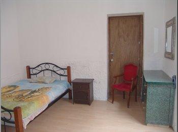 Habitación Amueblada  con baño privado en el centro