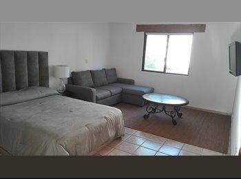 Compartamos gastos, agradable casa en Juriquilla
