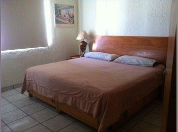 CompartoDepa MX - Habitacion amueblada en casa grande con servicios incluidos - Zapopan, Guadalajara - MX$3,800 por mes
