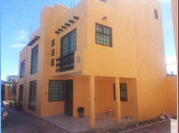 Casa amueblada en fraccionamiento - Toluca