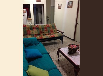 CompartoDepa MX - Cuarto amueblado en casa Clinica 6 - UANL - San Nicolás de los Garza, Monterrey - MX$2,400 por mes