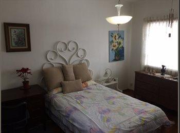 Rento habitación amueblada.