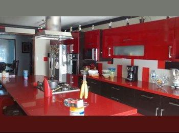 CompartoDepa MX - Renta 3 habitaciones Jardin Real estudiantes mujer - Zapopan, Guadalajara - MX$3,000 por mes