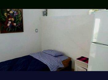 CompartoDepa MX - habitacion amueblada independiente con baño ejecutivos puerto interior - León, León - MX$2,300 por mes