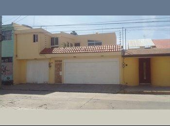 Habitación para señorita, cerca de BUAP y de UVP