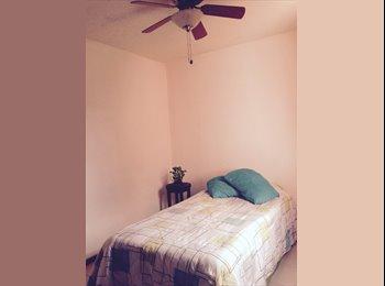 Rento habitación amueblada para mujer.