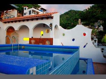 CompartoDepa MX - Departento en edificio con Alberca a 10 min de Playa de los muertos caminando - Puerto Vallarta, Puerto Vallarta - MX$5,000 por mes