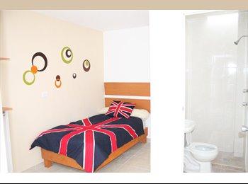 Rento cuarto amueblado con baño independiente a 2 calles CU...