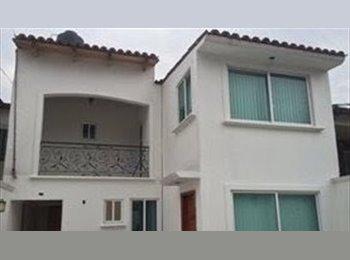 Casa en Villas de la Hda., Atizapan, Cerca del ITESM-CEM