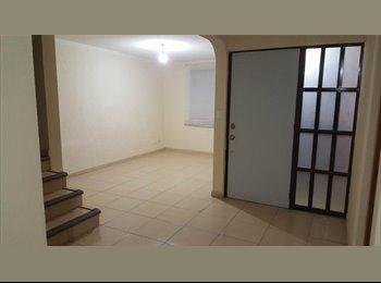 Cuarto en renta dentro de una casa en una privada cómoda