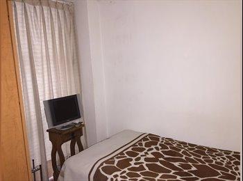 Comparto cuarto en departamento a dos cuadras de Reforma...
