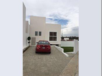 Casa con 4 recamaras, 4 baños y patio grande