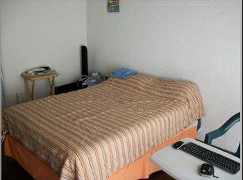 Renta amplia habitación con balcon, vestidor y baño propio