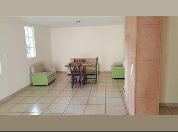 CompartoDepa MX - Cuarto en casa amplia, León - MX$2,700 por mes