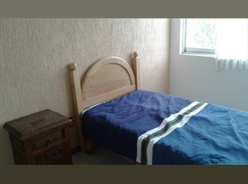 rento habitación amueblada