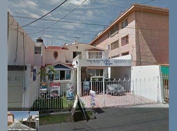 RENTO DE CUARTO EN JARDINES DEL MORAL