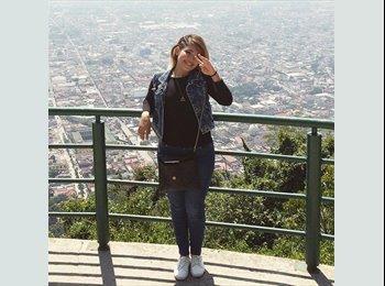 Lynda Lara - 19 - Estudiante