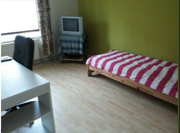 EasyKamer NL - 2 kamers te huur in 4-kamer woning - Noord en Noordwest, Utrecht - € 500 p.m.