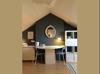 EasyKamer NL - Beautiful room in renovated house offered! - Schiebroek, Rotterdam - € 450 p.m.