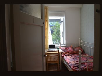 Room available - close station Den Haag Laan v NOI