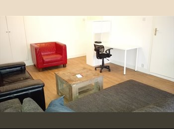 EasyKamer NL - doubble room with big balcony west - C.S. kwartier, Rotterdam - € 525 p.m.
