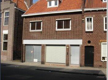 EasyKamer NL - Nu 5 kamers vrij in 1 huis - Centrum, Tilburg - € 300 p.m.