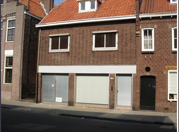 EasyKamer NL - Nu 5 kamers vrij in studentenhuis - Centrum, Tilburg - € 300 p.m.