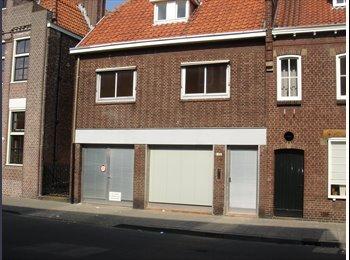 EasyKamer NL - Nu 5 kamers vrij in huis - Centrum, Tilburg - € 250 p.m.