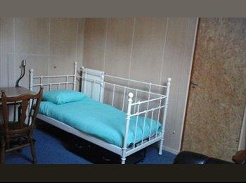 EasyKamer NL - Spacious room for rent in Meerssen from 29-maart-2016 - Buitenwijk Noord-Oost, Maastricht - € 300 p.m.