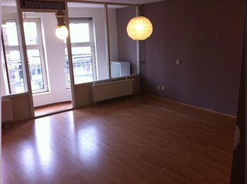 EasyKamer NL - 29 m2 room with new laminate floor, central heating - Carnisse, Rotterdam - € 400 p.m.