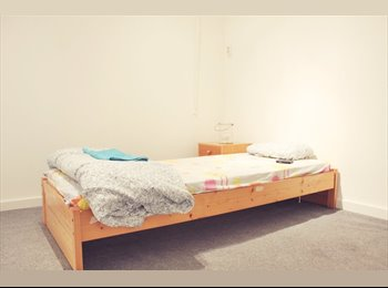 EasyKamer NL - Cozy Room for short term rent - Bloemhof, Rotterdam - € 500 p.m.