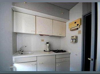 EasyKamer NL - Leuke en ruime studio met aparte slaapkamer - Hillesluis, Rotterdam - € 600 p.m.