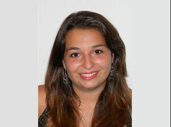 Sara - 21 - Student