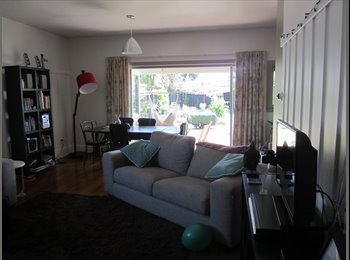 Large Dble Room. Short Term Only & Couples Great!!