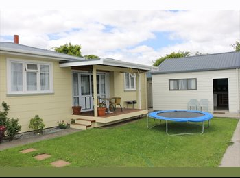 NZ - Affordable Accommodation Bright & Warm Sunny Rooms/  Single Beds, New Zealand - $100 pw