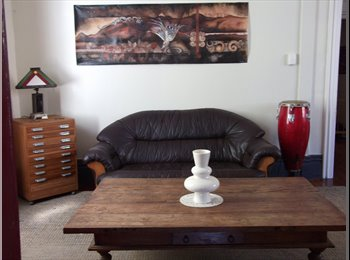 NZ - two roomed sleepout studio available. - Berhampore, Wellington - $205 pw