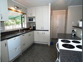 NZ - Massey East, 3 brms - Massey, Auckland - $190 pw