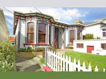 NZ - Large ensuite, double room and garage - Newtown, Wellington - $132 pw
