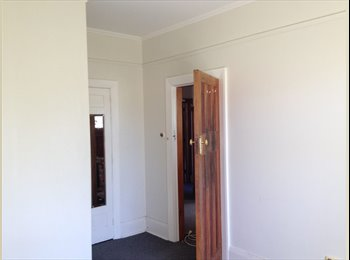 NZ - Medium sized room with windowseat in convenient location - Upper Riccarton, Christchurch - $105 pw