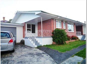 NZ - Double bedroom with double closet for rent - Mt Albert, Auckland - $155 pw