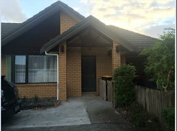 NZ - 3 bedroom, 1 bathroom - Highland Park, Auckland - $200 pw