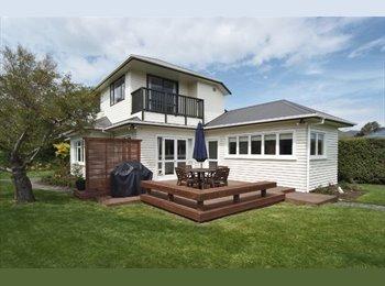 Sunny, warm house to share in lovely Beckenham