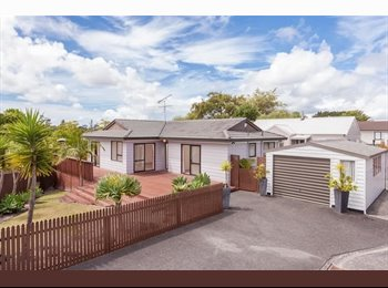 NZ - Spacious Room for Rent in a Bright, Sunny House at the end of a Quiet Cul-de-sac - Massey, Auckland - $180 pw