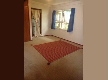 NZ - Big bedroom and lounge - Hillsborough, Auckland - $260 pw